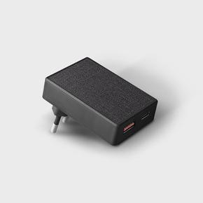 Product Uniq Votre Slim Duo USB-C 20W & USB3.0 QC Power Adapter Black base image